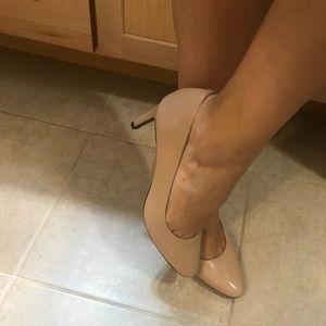 ❗️Beautiful pair of nude Cole Haan heels - NWOT❗️
